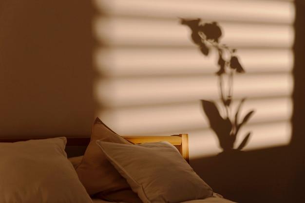 Cień Okna Na ścianie Sypialni Darmowe Zdjęcia