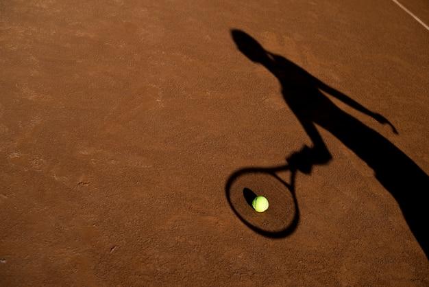 Cień tenisisty z piłką Darmowe Zdjęcia