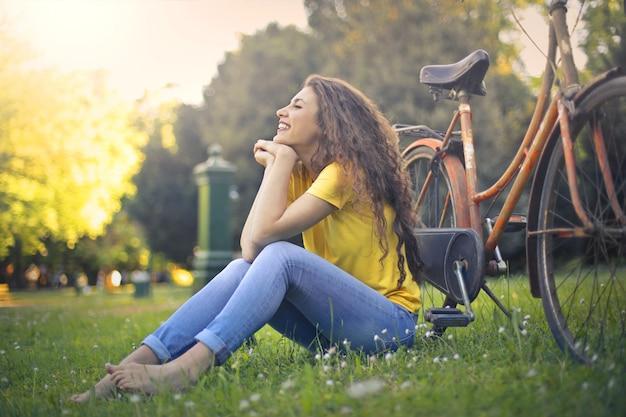 Cieszy Się Słoneczny Wiosenny Dzień Premium Zdjęcia