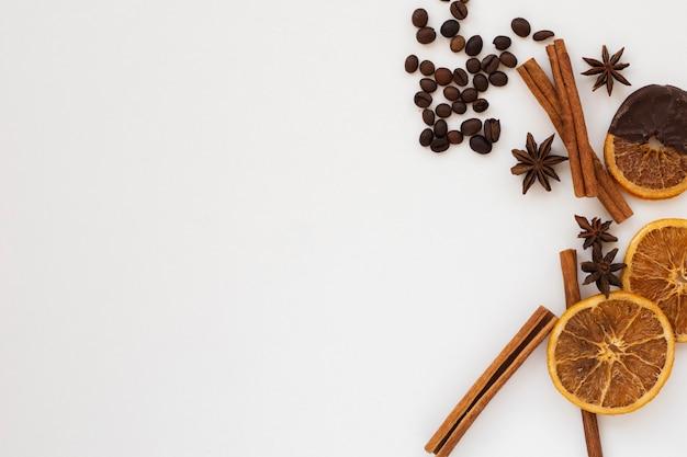 Close-up aromatyczne przyprawy z miejsca kopiowania Darmowe Zdjęcia