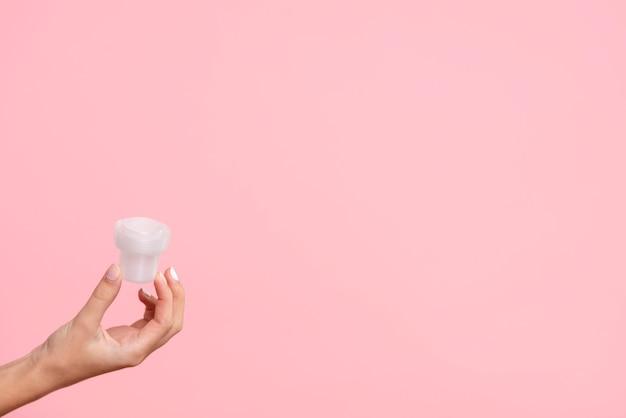 Close-up Detergentu Filiżanka Z Różowym Tłem Darmowe Zdjęcia
