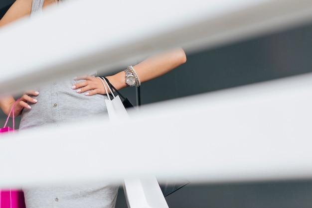 Close-up kobieta sylwetka pozowanie Darmowe Zdjęcia