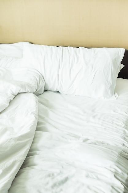 Close-up Z łóżka Sprasowanymi Arkuszy Darmowe Zdjęcia