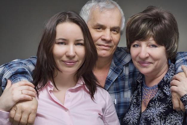 Córka I Rodzice Seniorów - Uśmiechnięta Rodzina Premium Zdjęcia