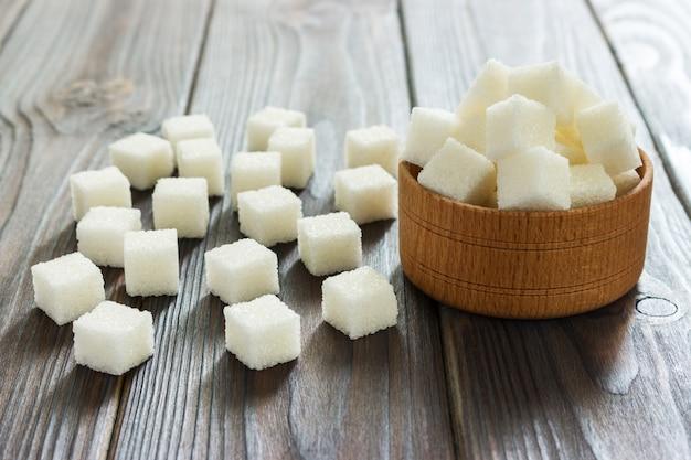 Cukier Biały W Miskach. Selektywne Focus, Poziome Premium Zdjęcia