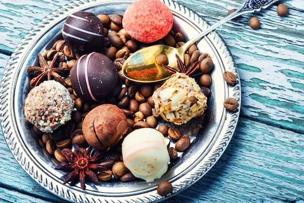 Cukierki Czekoladowe I Trufla Premium Zdjęcia