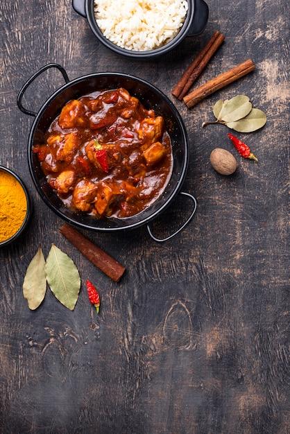 Curry Z Kurczaka Tikka Masala Z Ryżem Premium Zdjęcia