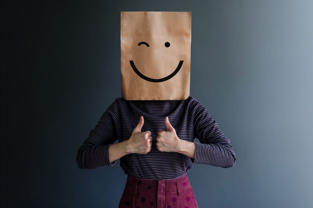 Customer Experience Lub Human Emotional Concept. Happy Feeling I Body Language Premium Zdjęcia