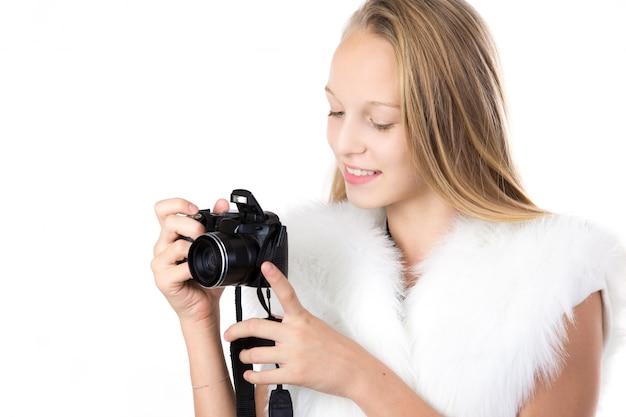 Cute girl gospodarstwa aparatu Darmowe Zdjęcia