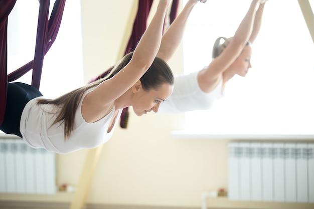 Ćwiczenia jogi antygrawitacyjne Darmowe Zdjęcia