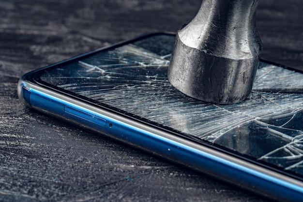 Cyfrowy Gadżet Z Narzędziami. Naprawianie Koncepcji Smartfona Premium Zdjęcia