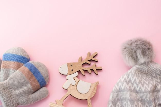 Czapka Zimowa Dla Dzieci I Rękawiczki Na Różowo Premium Zdjęcia