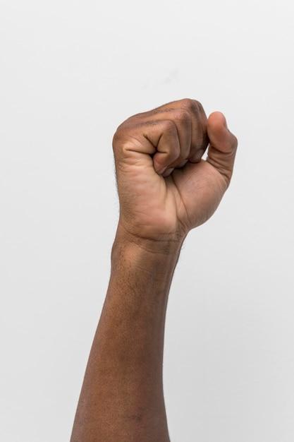 Czarna Osoba Trzyma Pięść Darmowe Zdjęcia