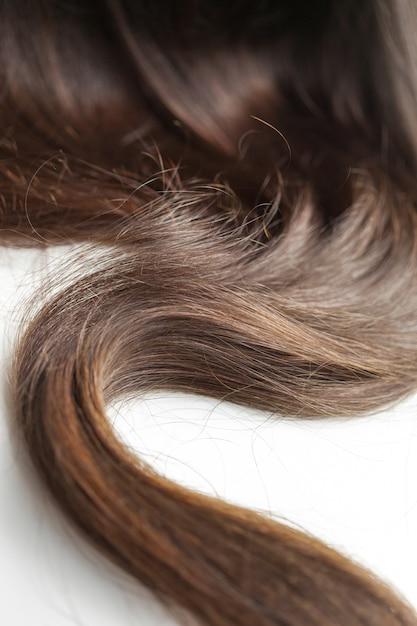 Czarne włosy na białym Premium Zdjęcia