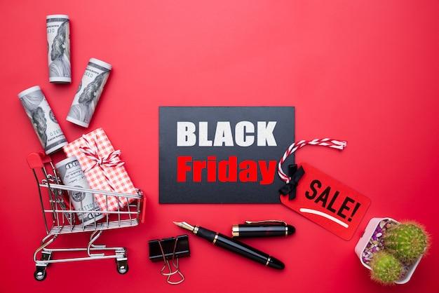 Czarny piątek sprzedaż tekst na czerwono-czarną metkę z szkatułce Premium Zdjęcia