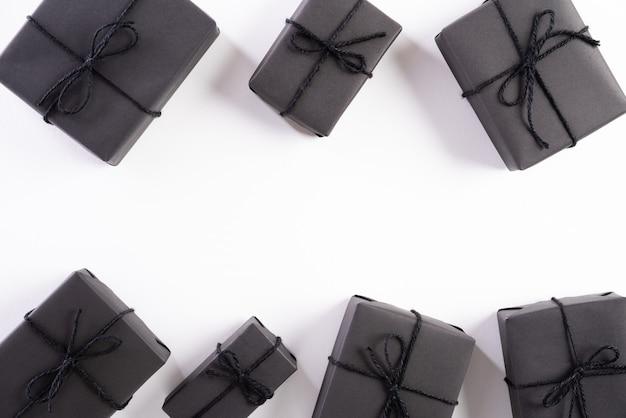 Czarny Prezenta Pudełko Na Białym Tle Premium Zdjęcia
