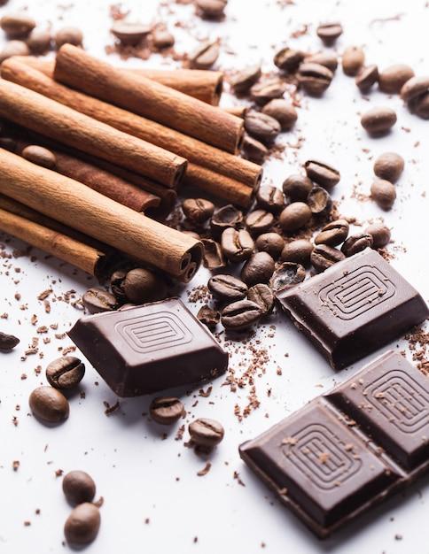 Czekolada z cynamonem i ziarnami kawy Darmowe Zdjęcia