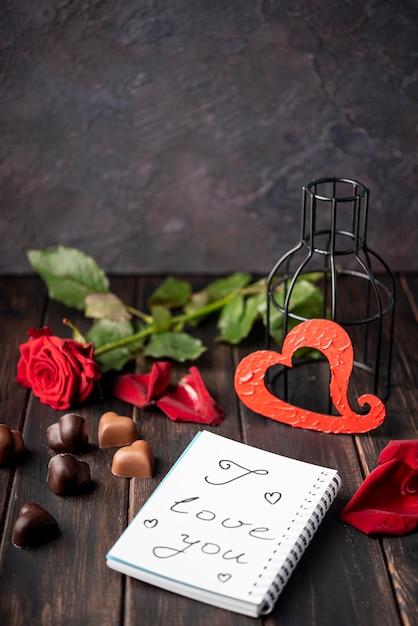 Czekoladki W Kształcie Serca Walentynki Z Różą Darmowe Zdjęcia
