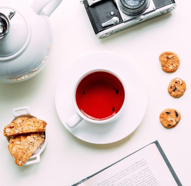 Czerwona Herbata Z Ciasteczkami Bocznymi Darmowe Zdjęcia