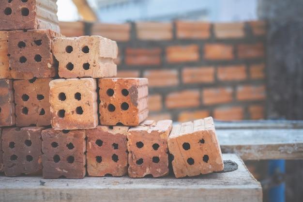 Czerwone cegły używać do budowy na ściana z cegieł Premium Zdjęcia