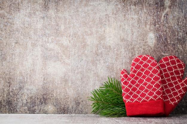 Czerwone Rękawiczki Na Boże Narodzenie Drewniane Premium Zdjęcia
