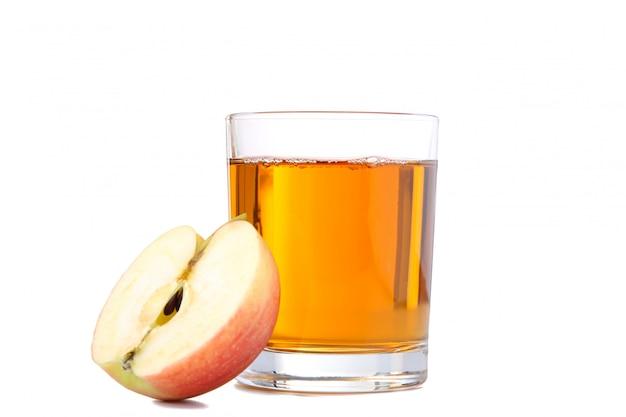 Czerwoni Jabłka Z Sokiem Odizolowywającym Na Bielu Premium Zdjęcia