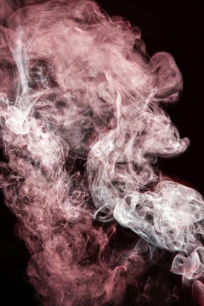 Czerwony Falisty Dym Na Czarnym Tle Darmowe Zdjęcia