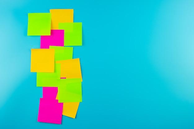Często Pustą Notatkę Papierową Z Miejscem Na Tekst. Faq (najczęściej Zadawane Pytania), Odpowiedzi, Pytania I Odpowiedzi, Komunikacja I Burza Mózgów, Międzynarodowe Zadaj Pytanie Dzień Koncepcje Premium Zdjęcia