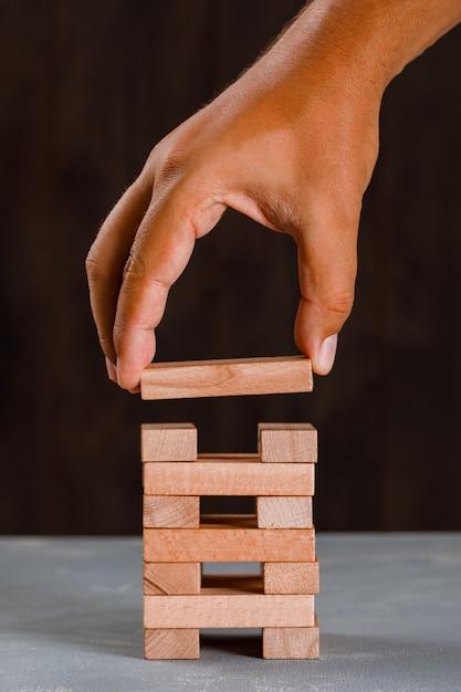 Człowiek Buduje Wieżę. Darmowe Zdjęcia