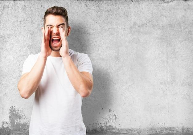 Człowiek Krzyczy Z Rękami Na Twarzy Darmowe Zdjęcia