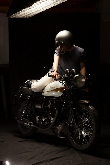 Człowiek Na Motocykl Racer Stylu Motocykla Darmowe Zdjęcia