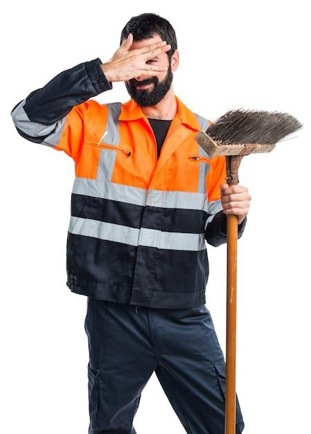 Człowiek śmieci Obejmujący Jego Twarz Darmowe Zdjęcia