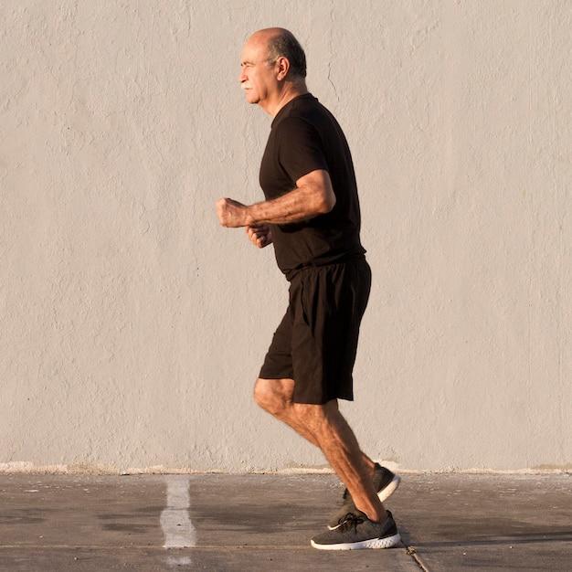 Człowiek W Sportowe Ubrania Do Biegania Darmowe Zdjęcia