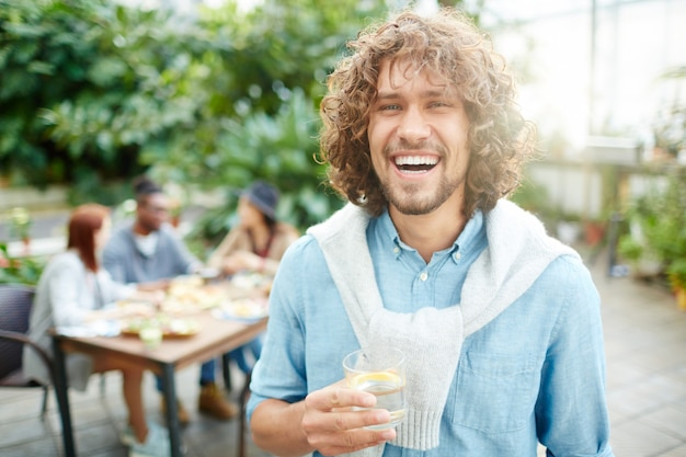 Człowiek z napojem Darmowe Zdjęcia
