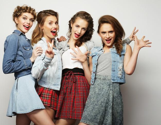Cztery Stylowe Seksowne Hipster Dziewczyny Najlepsi Przyjaciele Premium Zdjęcia