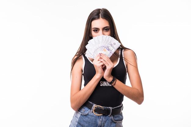 Czuła Brunetka Modelki W Krótkich Niebieskich Dżinsach Posiada Fan Banknotów Dolarowych Darmowe Zdjęcia