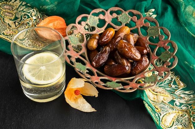 Daktyle Pod Dużym Kątem I Aranżacja Sari Premium Zdjęcia