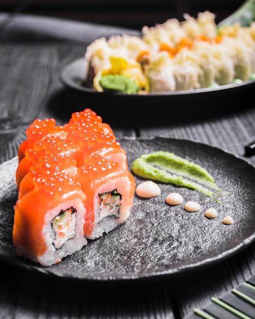 Danie Sushi W Restauracji Azjatyckiej Darmowe Zdjęcia