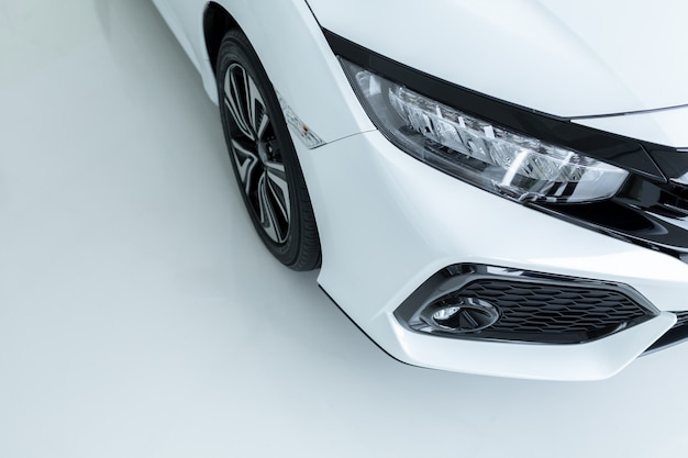 Dealer samochodów parking. wiersze nowych pojazdów oczekujących na nowych właścicieli. Premium Zdjęcia
