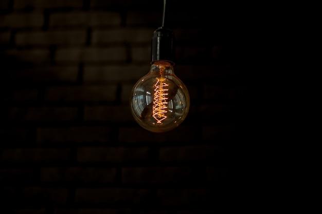 Dekoracja oświetlenia przy pomocy starych żarówek - eklektyczne wnętrze Premium Zdjęcia