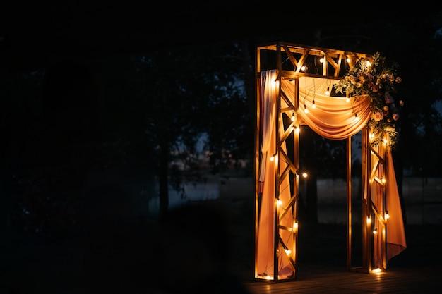 Dekoracja ślubna Na Ulicy Wieczorem Premium Zdjęcia