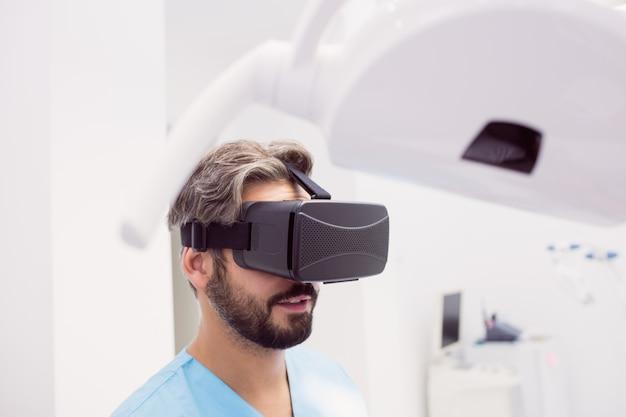 Dentysta Przy Użyciu Zestawu Słuchawkowego Wirtualnej Rzeczywistości Darmowe Zdjęcia