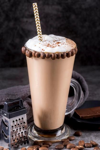 Deser Czekoladowy Z Ziaren Kawy I Słomy Darmowe Zdjęcia