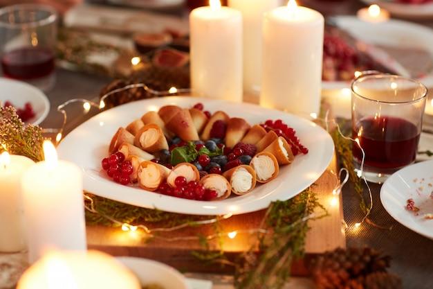 Deser Na świątecznym Stole Premium Zdjęcia
