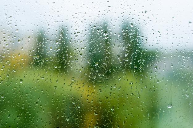 Deszcz Opuszcza Na Jesieni Okno, Miastowy Tło Premium Zdjęcia