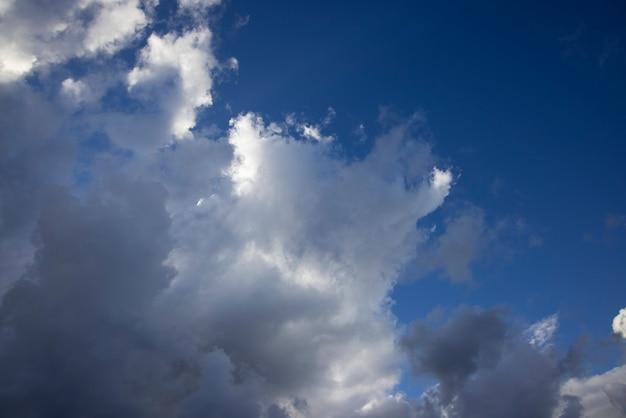 Deszczowe Chmury Na Niebie Premium Zdjęcia