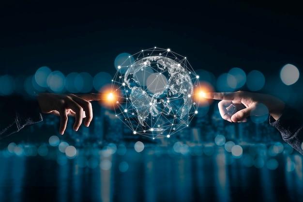 Dłoń Dotykająca Wirtualnego świata Z Siecią Połączeń. Premium Zdjęcia