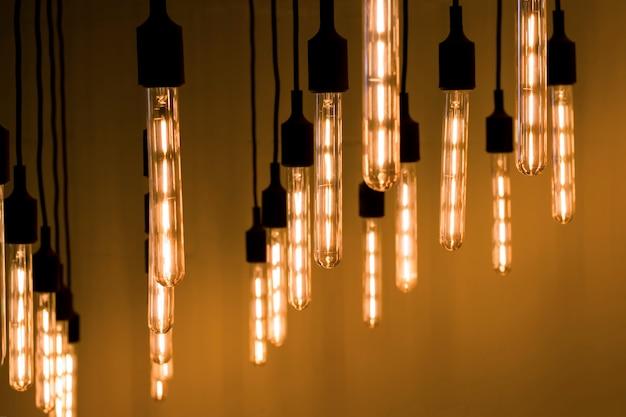 Długie dekoracyjne lampy w stylu loftu. stonowanych Premium Zdjęcia