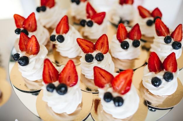 Dobre Słodycze Owocowe Na świątecznym Stole Darmowe Zdjęcia