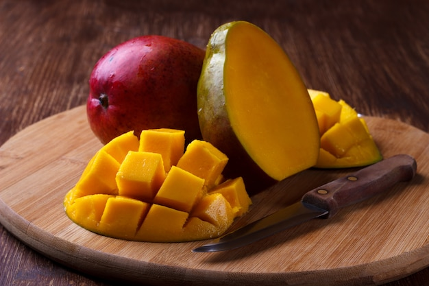 Dojrzałe organiczne mango Premium Zdjęcia